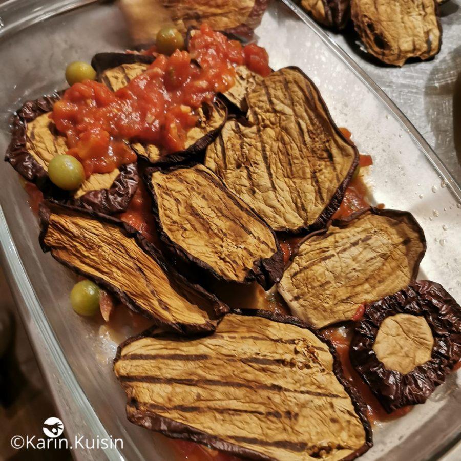 Alternez les couches d'aubergines et sauce